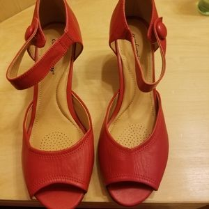 New red shoes 10W